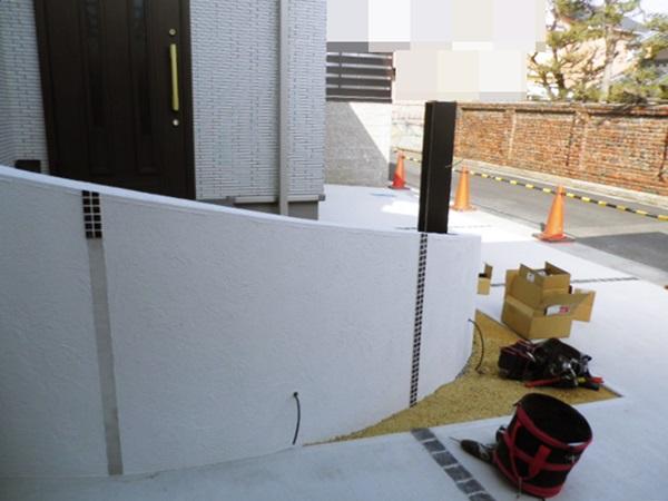 京都 LABOT - lab-t.com - 大津市、曲線門柱の外構【施工中の様子】 -