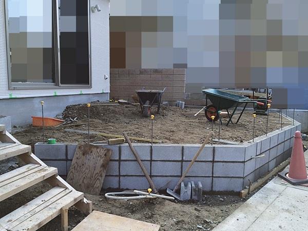 京都 LABOT - lab-t.com - お庭を囲うブロック塀の下地が出来上がってきました -