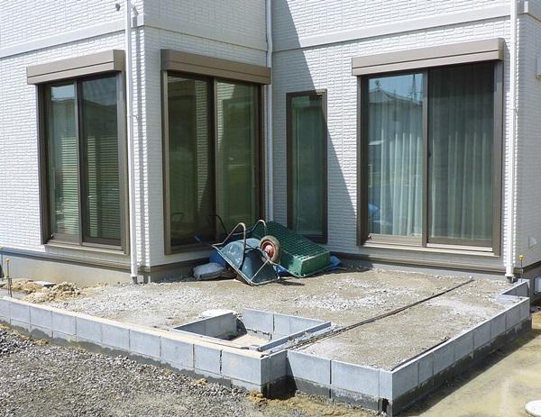 京都 LABOT - lab-t.com - タイルテラスの下地が出来ました -