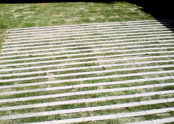 京都 LABOT - lab-t.com - ガレージに緑化ブロックを -