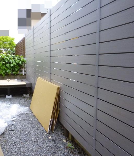 京都 LABOT - lab-t.com - 目隠しパネルフェンスの隙間1センチってこんな感じです -