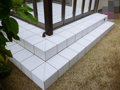 LABOT::草津市:ガーデンルームZIMAとタイルテラス