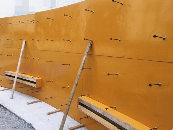 京都 LABOT - lab-t.com - 亀岡市の新築外構工事、型枠組立中 -