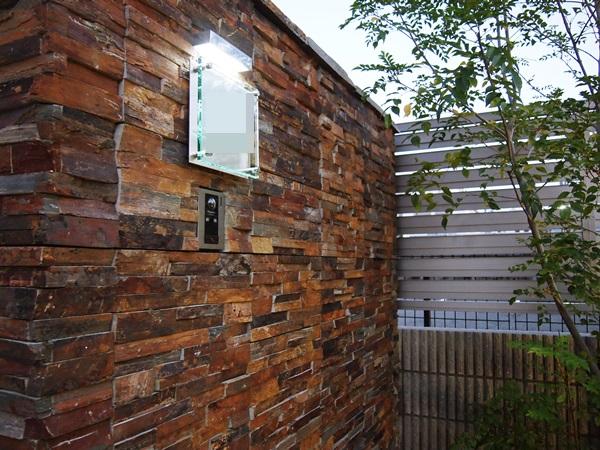 京都 LABOT - lab-t.com - どっしりとした石貼りの門柱【施工の様子】 -