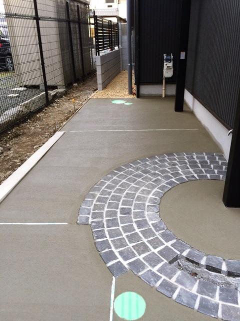 京都 LABOT - lab-t.com - ガレージ土間コンクリート刷毛引き仕上げ完了 -