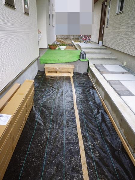 京都 LABOT - lab-t.com - 外国の家のようにアプローチと庭のデッキをつなげた外構 -