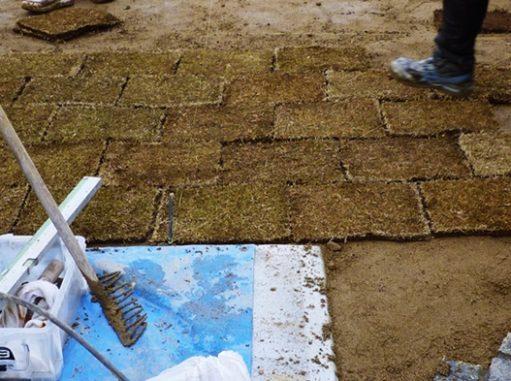 LABOT::亀岡市の新築外構工事、お庭に芝生を敷き詰めていきます