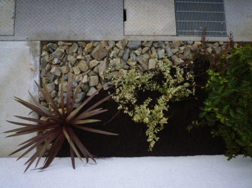 LABOT::昨日の植栽工事と人工芝貼り、完成しました!