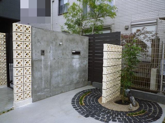 京都 LABOT - lab-t.com - RC擁壁で作る曲線が美しいクローズ外構 -