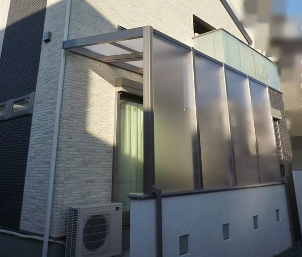 京都 LABOT - lab-t.com - ココマ腰壁タイプでプライバシーをしっかり。そしてお気に入りの光る機能門柱も。 -