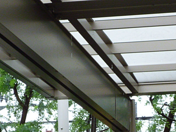 京都 LABOT - lab-t.com - カーポートの樋から雨漏りしたら・・・ -