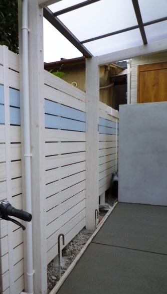 京都 LABOT - lab-t.com - 目隠しフェンスだってアクセント色次第でオシャレになる -