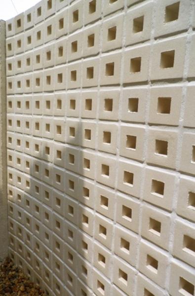 京都 LABOT - lab-t.com - ステンドグラス風キューブブロックを入れた門柱 -