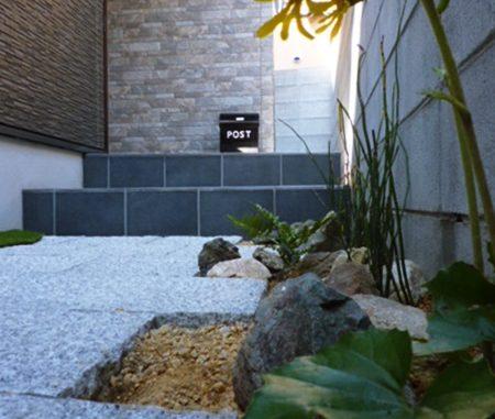 LABOT::和風の植栽を植え込みに。