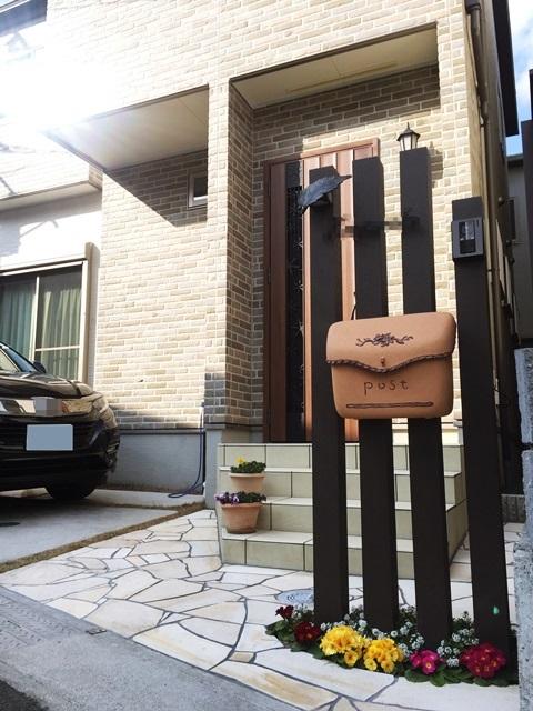 LABOT::人気のディーズガーデンを使った門まわり