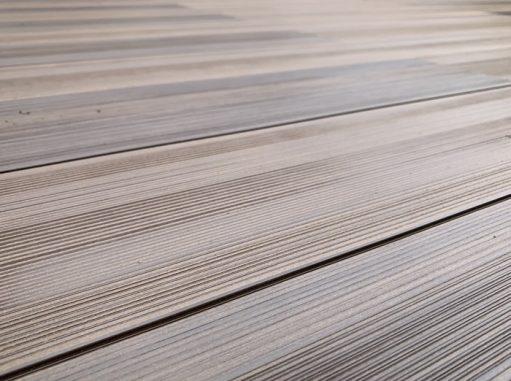 LABOT::樹脂デッキの木彫タイプってこんな感じ