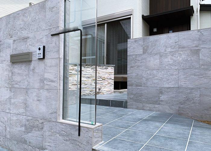 LABOT::魅せる表札がある奈良市の外構