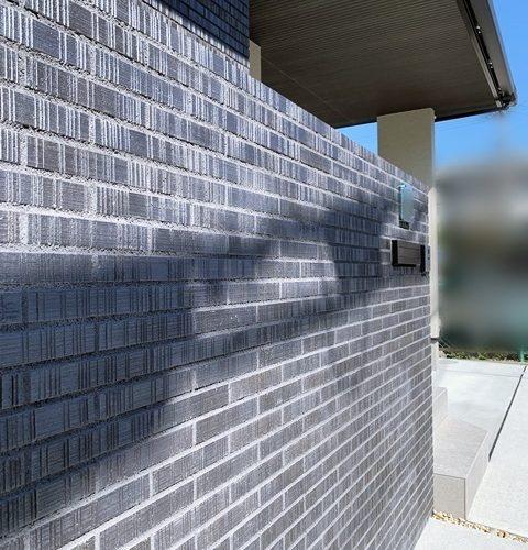 LABOT::外壁と同じタイルで作った外構