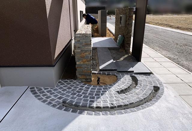 京都 LABOT - lab-t.com - 土を入れて造園工事の準備 -