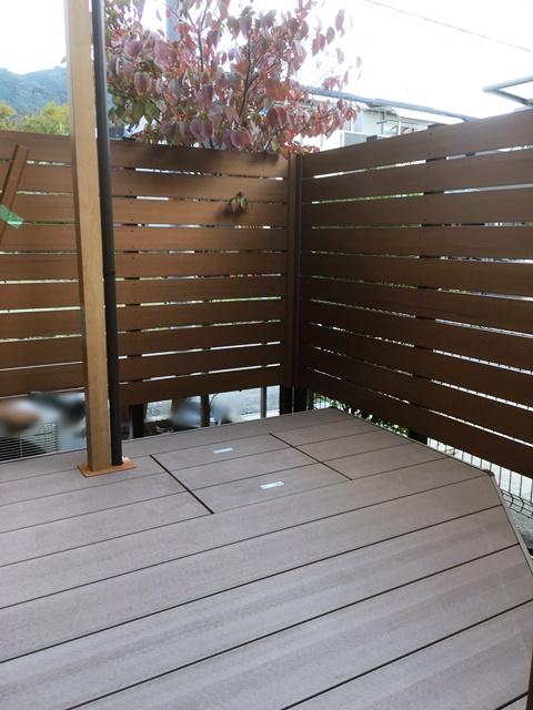 LABOT::目隠しフェンスとデッキを作って、使えるお庭にリフォーム