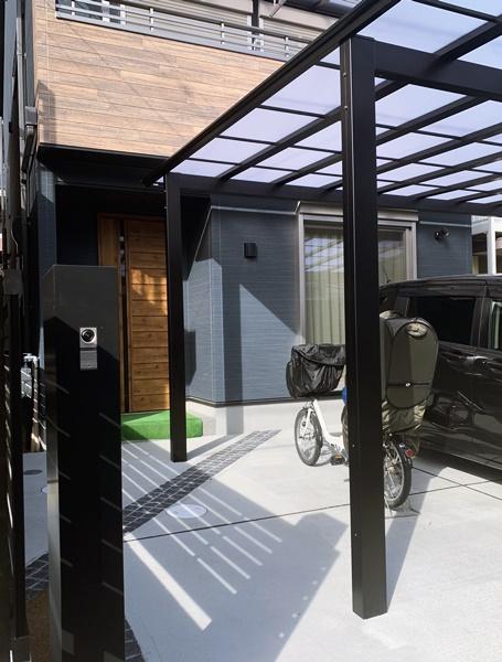 LABOT::大きなカーポートで自転車置き場も兼用したオープン外構