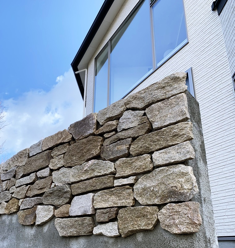 京都 LABOT - lab-t.com - 天然石の意匠壁施工中 -