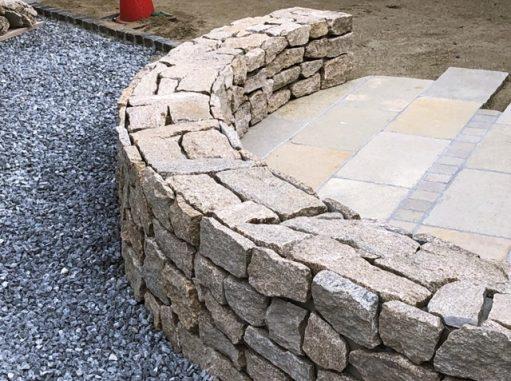 LABOT::石積みのベンチ