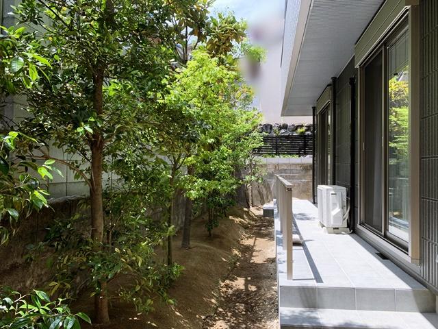 京都 LABOT - lab-t.com - 和の坪庭と優しい門回り -