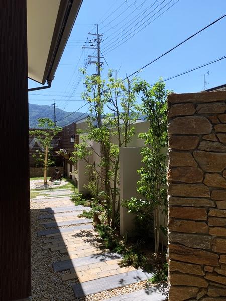 LABOT::レンガの小径が可愛い庭のリフォーム(M様邸庭編)