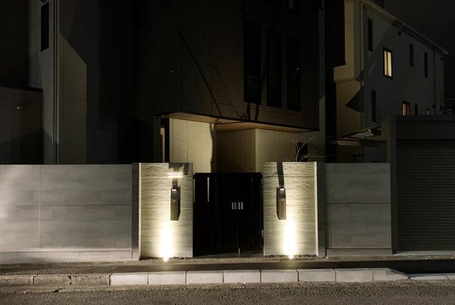 LABOT::RC杉板タイルを使った二世帯住宅