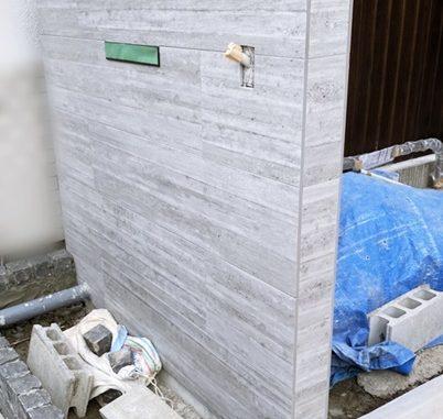 LABOT::人気のRC杉板風タイルを使った門柱