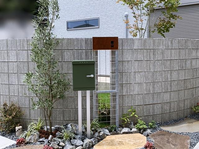 京都 LABOT - lab-t.com - 大きな乱形石を使った角地のオープン外構 -