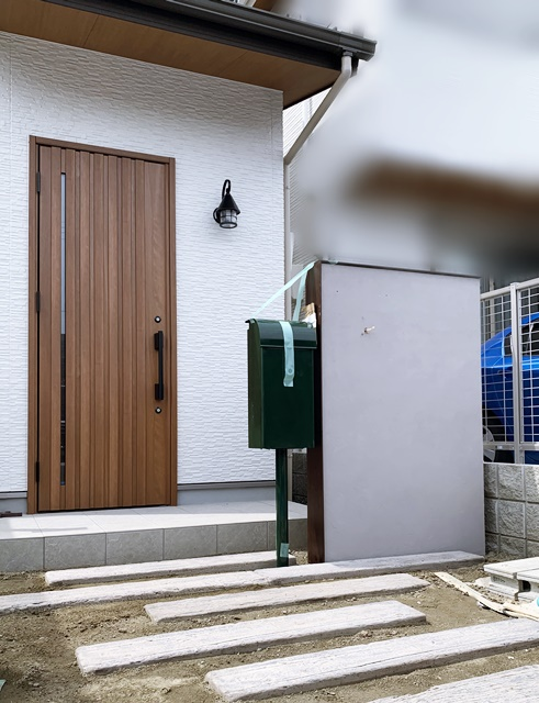 京都 LABOT - lab-t.com - 右京区N様邸のシャビー系グレー塗装の門柱 -