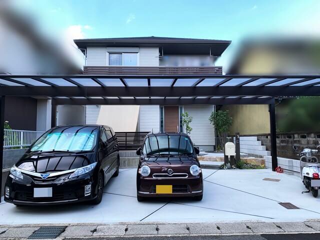 LABOT::敷地の間口いっぱいに施工したカーポートの奥にbobiポストを使った大人可愛い外構を作る