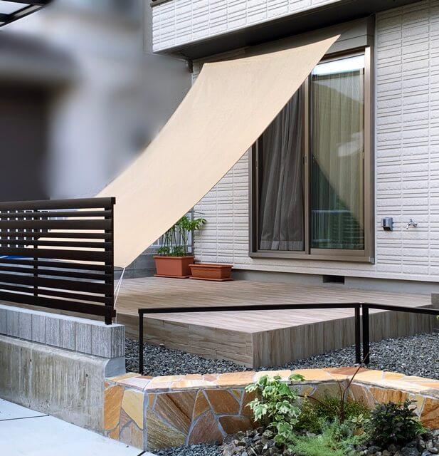 京都 LABOT - lab-t.com - 敷地の間口いっぱいに施工したカーポートの奥にbobiポストを使った大人可愛い外構を作る -