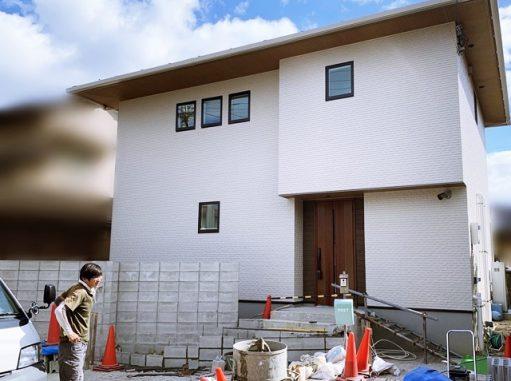 LABOT::プライベート空間にするための目隠しと門柱を兼ねた壁@西京区M様邸